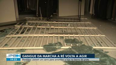 Bandidos usam carro para arrombar a loja no bairro da Prata, em Campina Grande - Gangue da marcha a ré voltou a agir.