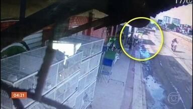 Idoso morre atropelado em Aracaju - O acidente foi registrado por câmeras de segurança.