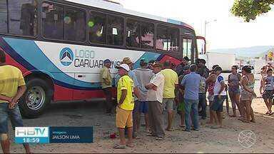 Bandido é morto a tiros durante assalto a ônibus na BR-104, em Caruaru - Veículo seguia para Santa Cruz do Capibaribe.