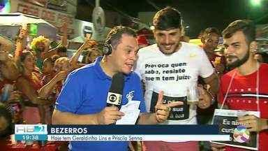Foliões tomam conta do carnaval de Bezerros - Terra dos Papangus atrai milhares de pessoas todos os anos.
