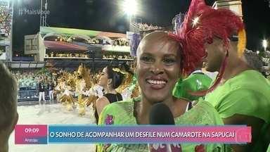 Figurinista realiza sonho entra no camarote da Sapucaí - Claudinha foi escalada para trabalhar noramlmente e foi surpreendida com convite para participar da festa com direito a todos os mimos de uma celebridade