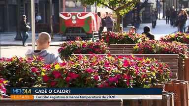 Curitiba registra a menor temperatura de 2020 - Nas ruas, logo cedo, pessoal usava até gorro e cachecol.