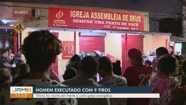 Homem é executado com 9 tiros em frente de igreja, em Manaus - Segundo testemunhas, ele foi seguido por dois suspeitos.