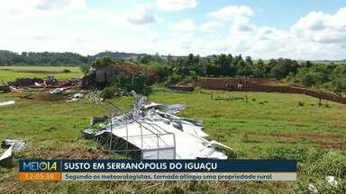 Tornado atinge propriedade rural Serranópolis do Iguaçu - Família de produtores rurais ficou assustada e agora contabiliza os estragos causado.