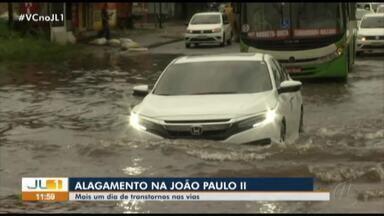 Chuva deixa alagado trecho da avenida João Paulo II, bairro Curió-Utinga, em Belém - Chuva deixa alagado trecho da avenida João Paulo II, bairro Curió-Utinga, em Belém