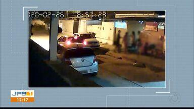 Família é vítima de assalto na frente de casa no bairro de Valentina - Assalto aconteceu na quarta-feira a noite.