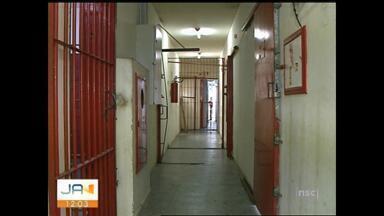 Em Araranguá, quase 70 detidos são soltos em um ano por falta de vagas no presídio - Em Araranguá, quase 70 detidos são soltos em um ano por falta de vagas no presídio