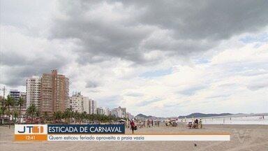 Turistas esticam a folga de carnaval nas cidades da região - Após feriado, praias ficam mais vazias, mas os visitantes que conseguiram emendar a folga aproveitam para curtir estadia.