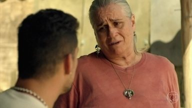Jorginho pergunta a Lucinda quem é o seu pai - Lucinda conta apenas que seu pai está vivo