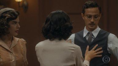 Soraia afirma a Lili que ela e Julinho estão juntos agora - Julinho não desmente Soraia e Lili fica desconcertada