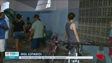 Pacientes reclamam de demora no atendimento no Hospital Geral de Linhares (HGL) - Recepção estava lotada nesta quinta-feira (27).