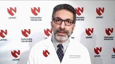 Nos EUA, brasileiro lidera estudo de remédios contra novo coronavírus - André Kalil trabalha na universidade de Nebraska. Nos Estados Unidos, 60 pessoas estão infectadas com a Covid-19.
