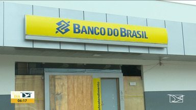 Agência do Banco do Brasil completa três meses fechado em Santa Luzia - Agência bancária está fechada desde o dia três de dezembro quando um bando armado explodiu o prédio provocando muita destruição.