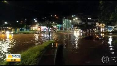 Chuva causa alagamento em várias regiões de Belo Horizonte - De acordo com a Defesa Civil da cidade, houve chuva extremamente forte nas regiões Norte, Nordeste, Leste e Centro-Sul.