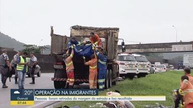 Operação da Polícia Militar retira moradias provisórias das margens de rodovia - Neste feriado de carnaval, um morador de rua foi atropelado e morreu no trecho da Rodovia dos Imigrantes.