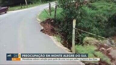 Parte de rua em Monte Alegre do Sul cede e moradores cobram solução - As chuvas fortes na região causaram o problema e pessoas que passam pelo local exigem uma providência para evitar acidentes.