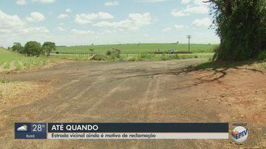 Motoristas reclamam de condições precárias de estrada vicinal em São Carlos - Prefeitura diz que está finalizando o processo de aquisição de 30 mil metros de material que será usado nas obras.