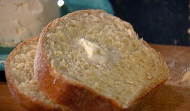 """Aprenda a preparar pão de fubá e manteiga caseira - Hora do Rancho inova no tradicional """"pão com manteiga"""" e dá dica fácil e saborosa."""