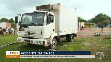 Batida entre caminhão e motocicleta deixa duas pessoas mortas em acidente na BR-163 - Colisão frontal entre os veículos aconteceu na comunidade Cipoal, em Santarém, na manhã deste sábado (29).