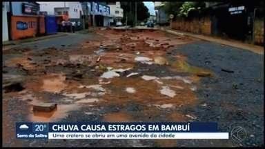 Prefeitura percorre cidade e contabiliza danos causados pelas chuvas em Bambuí - Entre os problemas está um buraco que se formou durante forte chuva na cidade. Prefeito vai pedir para Defesa Civil Nacional custear a obra.