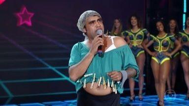 Hallorino Júnior se apresenta como Lurde no Quem Chega Lá - Ele mostra a mãe de Carmo Silva no novo esquete