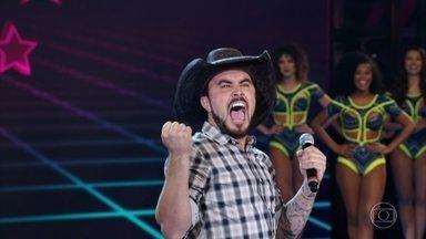 Marcus Cirillo diverte a plateia com seu show - O comediante apresenta nova esquete e arranca risadas