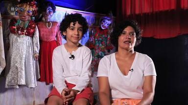 Atores de diversas idades compõem o grupo de teatro de bonecos - Diversas gerações de talentos se encontram na trupe de Cheiroso.
