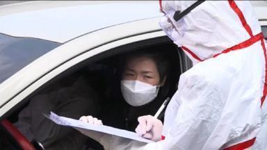 China dá sinais de que está controlando o novo coronavírus - OMS diz que o número de novos infectados no país é o menor desde o dia 20 de janeiro, quando a epidemia ainda avançava no país. Na terça (3), foram registrados 119 casos contra 125 do dia anterior.