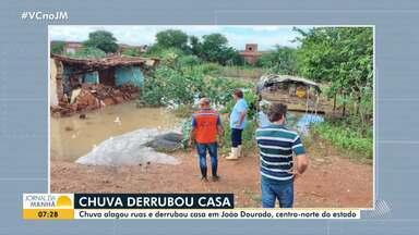 Temporal causa alagamentos e derruba imóvel em João Dourado, no centro-norte do estado - Chuva forte atinge a cidade desde a quarta-feira (6).