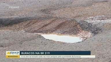 Buracos na BR-319 oferecem perigo a motoristas - Via tem se tornado cada vez mais perigosa pela quantidade de buracos.