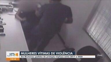 Número de pedidos de proteção para mulheres vítimas de violência aumenta em Blumenau - Número de pedidos de proteção para mulheres vítimas de violência aumenta em Blumenau