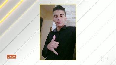 Polícia investiga morte de jovem em comunidade da Zona Sul de SP - De acordo com testemunhas, Matheus Gomes de Oliveira foi levado por dois homens, no fim de semana, e o corpo foi encontrado jogado numa rua. A família dele deve ser ouvida, hoje, pelo delegado que cuida do caso.