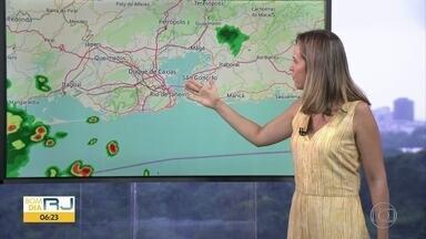 Confira a previsão do tempo para esta terça-feira (17) - Previsão de vhuva a qualquer hora, devido à presença de uma frente fria.
