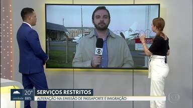 Emissão de passaportes e entrevista para visto são alterados - Os atendimentos presenciais para emissão de passaportes e regularização migratória de imigrantes, ainda que previamente agendados, serão limitados às situações de extrema necessidade devidamente comprovadas. A partir do dia 17 de março, a Embaixada dos Estados Unidos e os Consulados no Brasil cancelarão as entrevistas rotineiras de visto de imigrante e não imigrante.