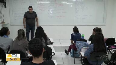 Cursinhos preparatórios também adotam cuidados constantes de higiene em Maceió - Alguns já tomaram a decisão de suspender as aulas a partir de quarta-feira (18).