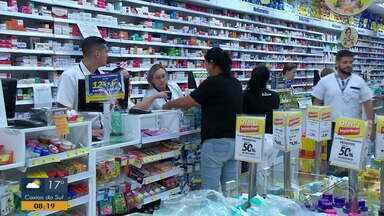 Farmácia de Santa Maria vende cinco mil frascos de álcool em gel em 24 horas - Assista ao vídeo.