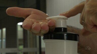Álcool gel em falta nas farmácias da Região - A procura aumentou tanto nos últimos dias que fez os estoques ficarem vazios.