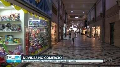 Lojas reduzem horário de funcionamento, mas não fecham - Sem movimentação nas ruas, lojas têm vendas fracas.