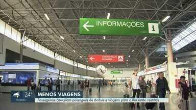 Passageiros cancelam passagens de ônibus e viagens para o Rio de Janeiro estão restritas - Suspensão tem validade de 15 dias.