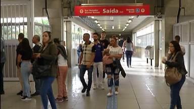 Passageiros trocam transporte público por caminhada para evitar locais com aglomeração - Quem precisa ir para locais mais longe não tem como evitar, mas pode redobrar os cuidados.