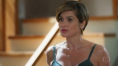 Helena pede para conversar com Luna/Fiona no escritório - Micaela avisa que vai para o empório e deixa as duas a sós
