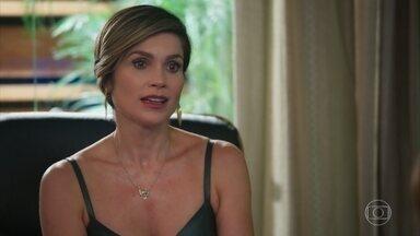 Helena pede desculpas a Luna/Fiona por ter ido à sua casa - Ela justifica que se preocupa muito com Téo e fala sobre a importância da maternidade. Luna lembra de sua infância, antes de ser abandonada pela mãe