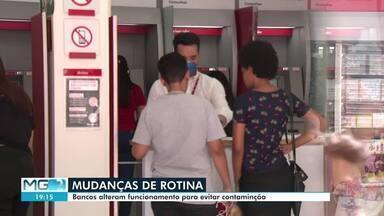 Coronavírus afeta rotina de bancos em Montes Claros - Em uma das agências da cidade, houve limitação na quantidade de pessoas que puderam entrar e os funcionários receberam máscaras.