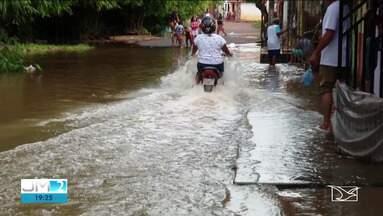 Enchentes já desabrigaram mais de 100 famílias em Trizidela do Vale - Os desabrigados estão em escolas e ginásios.