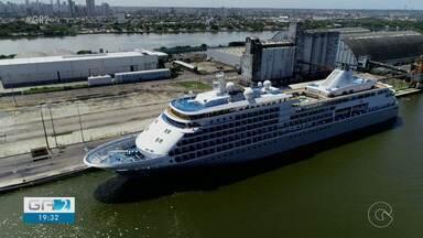 Dois passageiros foram confirmados com o novo coronavírus em navio atracado no Recife - A agência nacional de vigilância sanitária, a Anvisa, está preparando a retirada das pessoas que estão há cinco dias dentro de um navio, no porto do Recife.