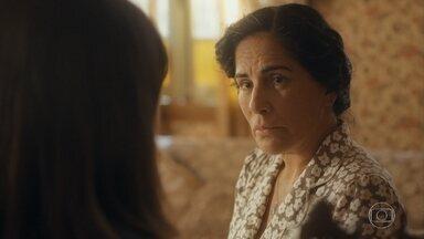 Lola desabafa com Clotilde sobre a casa - Clotilde se emociona com Durvalina e as duas conversam sobre maternidade