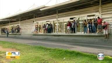 Passageiros do BRT reclamam de superlotação nos veículos - #BDRJ fez flagrantes ao longo da manhã.
