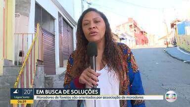 Moradores de favelas são orientados por associação - As escolas municipais de BH estão fechadas a partir desta quinta por causa do coronavírus. A medida gera preocupação porque muitos pais precisam trabalhar e vão ter dificuldade em encontrar quem possa ficar com as crianças.