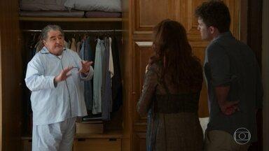 Kyra/Cleyde leva Ignácio para o jardim com as crianças - Graziela admite a Petra que Kyra/Cleyde está fazendo bem à família delas. Alan se impressiona com o jeito da babá tratar seu avô