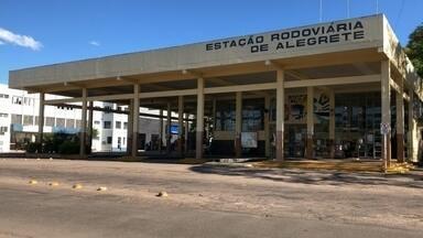 Serviços de Alegrete sofrem consequências com medidas para conter a Covid-19 - Medidas para conter o avanço do coronavírus em Alegrete trazem consequências em setores e serviços da cidade, como rodoviária e pontos de táxis.